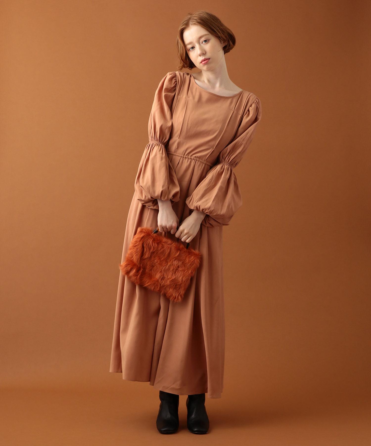 タックボリュームドレス