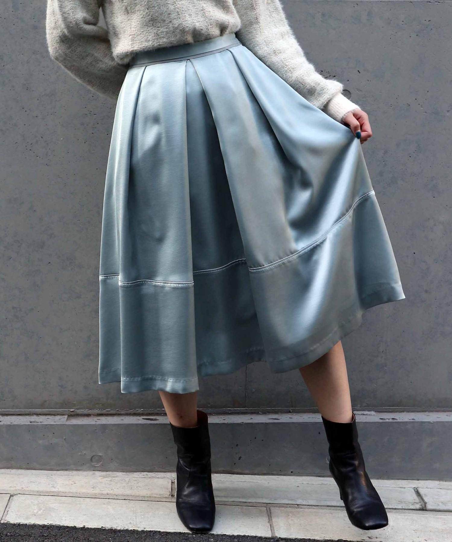 サテンタックフレアスカート